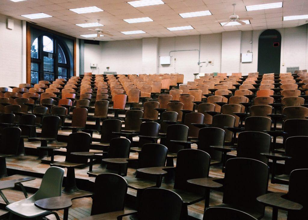 audience vide avant le début d'un séminaire d'entreprise