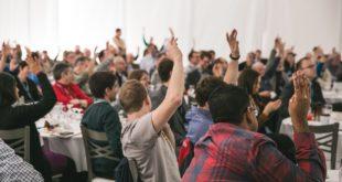 comment organiser un séminaire d'entreprise Des participants motivés pendant un événement