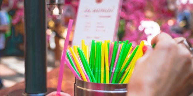 les festivals français arrêtent l'utilisation de plastique à usage unique dont la paille pour un événement zéro déchet