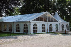 grandes tentes pour événement en plein air