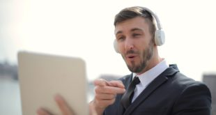 assurer l'efficacité d'un team building virtuel hôte dynamique pour remise de prix en ligne engagement des participants