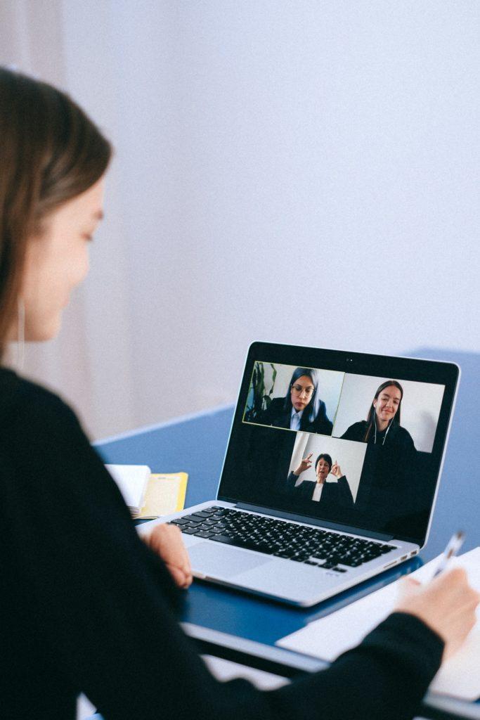 activités team building virtuel people réunions virtuelles femmes