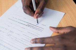 Les participants à des réunions virtuelles doivent signer des contrats