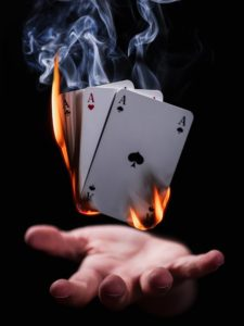 magicien pendant une soirée magique