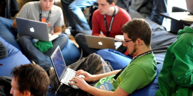 Formation team building,agence création événementielle Marseilles,le tour de cou distingue le staff d'un événement