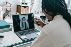 organiser des discussions pour un réseautage virtuel
