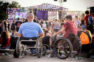 accès des personnes handicapées aux événements en direct
